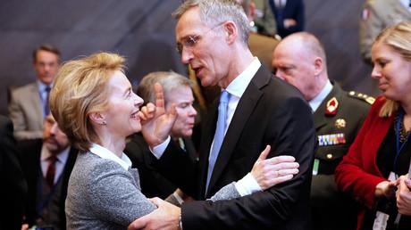 Solche innigen Umarmungen wie beim vergangenen Treffen der NATO-Verteidigungsminister am 14. Februar in Brüssel, dürften seit der Münchner Sicherheitskonferenz zwischen Deutschland und den USA vorerst der Vergangenheit angehören.