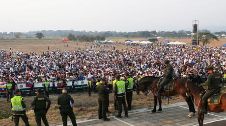 Die venezolanische Opposition veranstaltete im kolumbianischen Grenzort Cúcuta ein Konzert, zu dem laut Washington Post angeblich 200.000 Besucher kamen.
