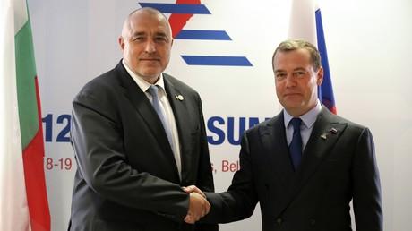 Ministerpräsident Bulgariens Bojko Borissow (l.) und Russlands Ministerpräsident Dmitri Medwedew, hier bei einem Treffen im Oktober 2018 in Brüssel, sollen am 4. März in der bulgarischen Hauptstadt Sofia zusammenkommen.