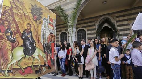 Syrische Christen feiern im Jahr 2018 Palmsonntag in der Kathedrale in Damaskus. Eine Versöhnung der verschiedenen Religionen hält der Eichstätter Bischof Gregor Maria Hanke für möglich, allerdings müsse der Westen seine Position gegenüber Syrien ändern.