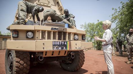 Bundesverteidigungsministerin Ursula von der Leyen in Koulikoro, Mali, April 2016.