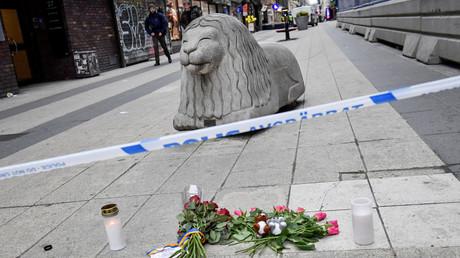 Blumen am Ort des Terrorattentats Drottninggatan, Stockholm, Schweden, April 2017.