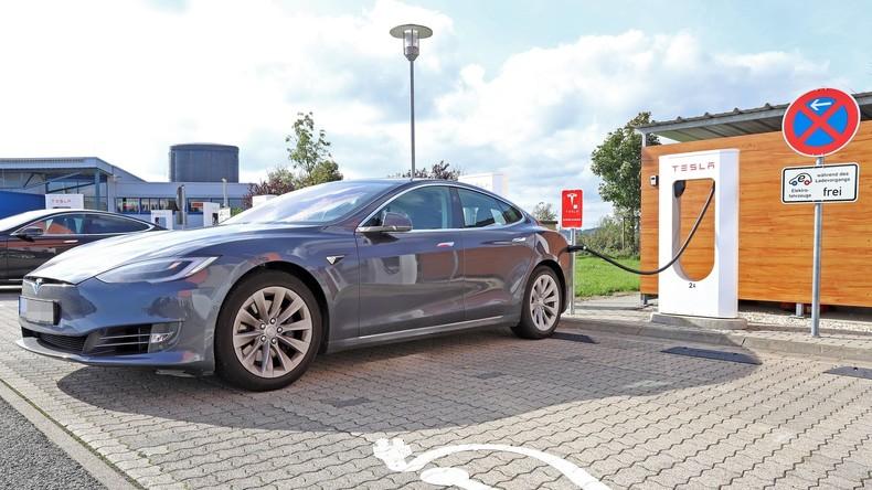 Neues Auto nur mit einem Click: Tesla verlagert Verkäufe ins Internet