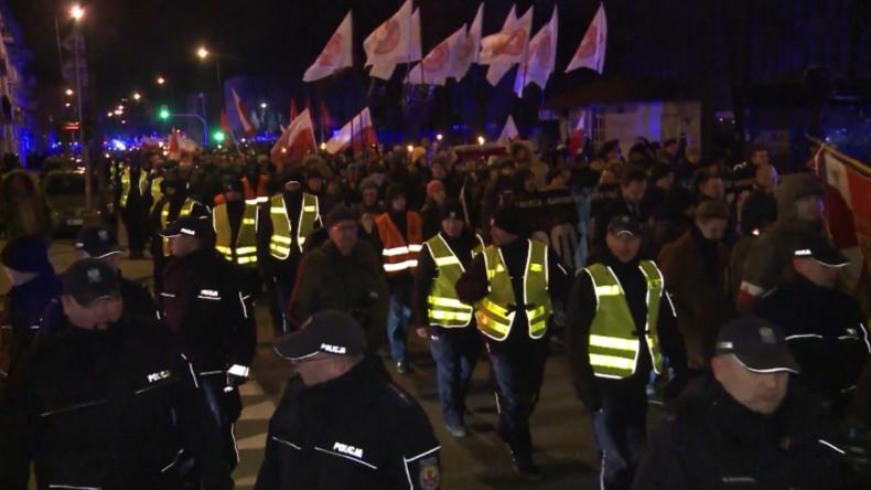 Polen: Polizei entfernt Antifa-Blockade bei nationalistischem Marsch