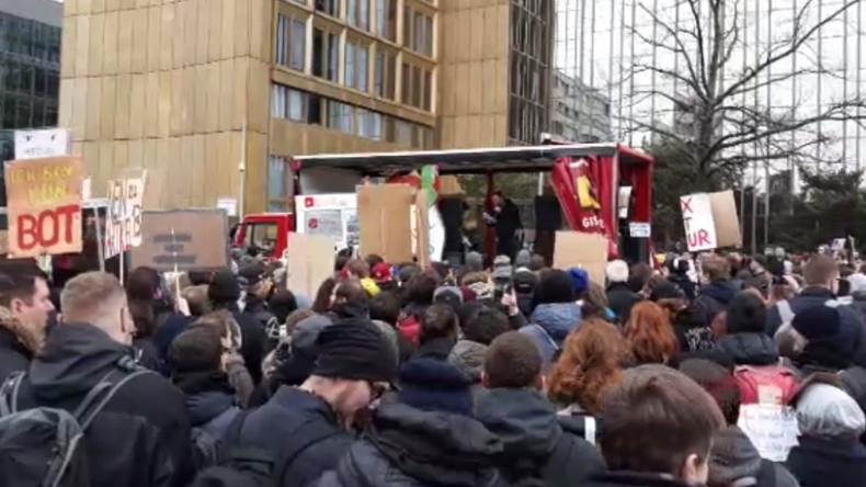 Live (Teil 1 und 2): Demo gegen Uploadfilter in Berlin