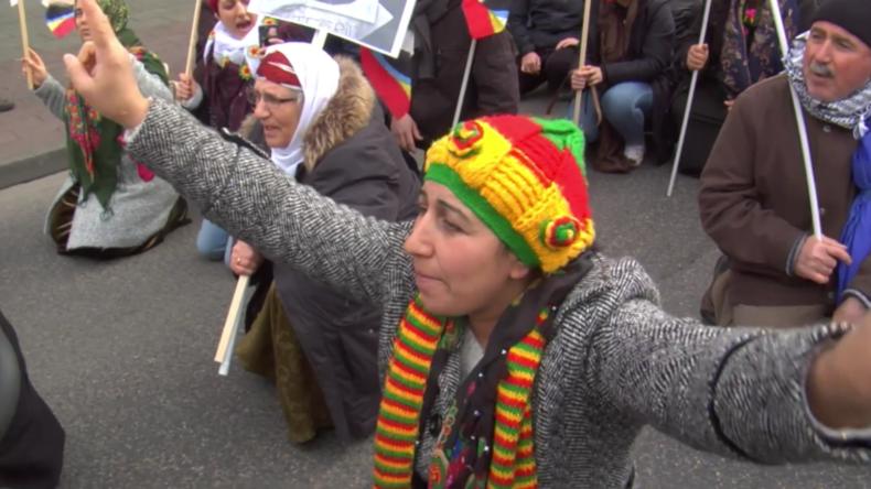 Kurden demonstrieren in Köln für in der Türkei inahftierten PKK-Führer Abdullah Öcalan