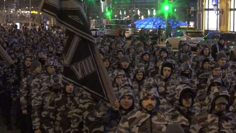 """Ukraine: Nationalisten-Marsch zum Jahrestag der """"Nationalen Korps"""""""