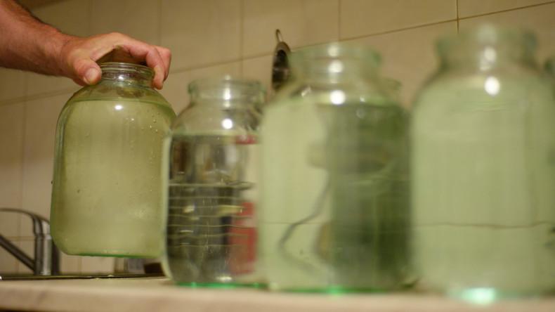Licht und Wasser gleich Feuer: Flasche verursacht Brand in Wohnung
