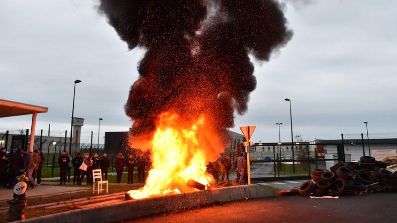 Frankreich: Protestierende Aufseher blockieren Gefängnisse nach Häftlingsattacke
