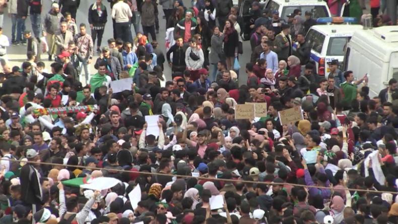 Algerien: Tausende protestieren friedlich gegen Bouteflika's mögliche fünfte Amtszeit