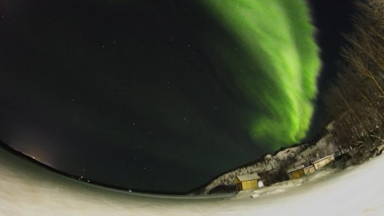 Russland: Nordlichter tanzen über dem Himmel von Murmansk