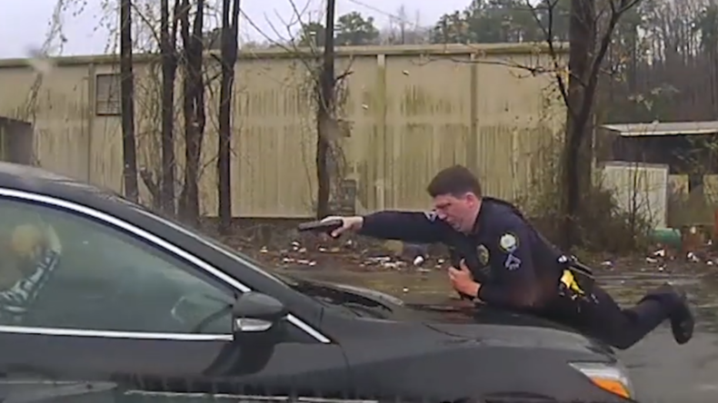 """""""Aussteigen!"""" – Polizei veröffentlicht dramatische Aufnahmen von Polizeieinsatz"""