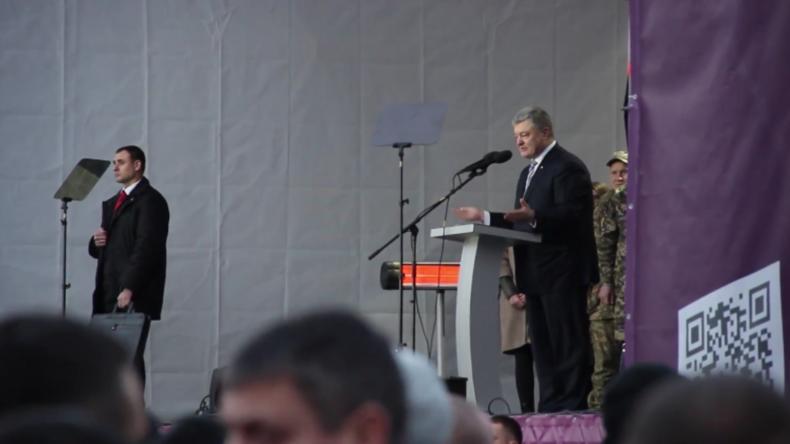 Ukraine: Nationalisten stürmen nach Poroschenkos Wahlkampfrede die Bühne