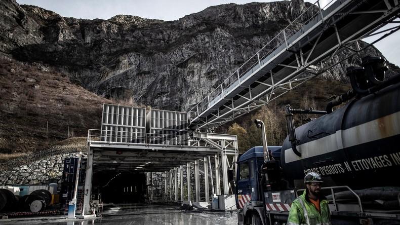 Italiens Regierung vertagt Streit über Bahnprojekt