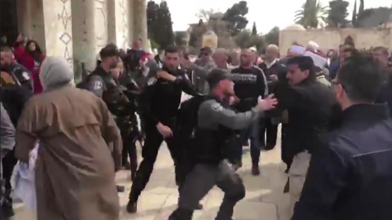 Israelische Polizei schließt al-Aqsa-Moschee und prallt auf wütende palästinensische Gläubige