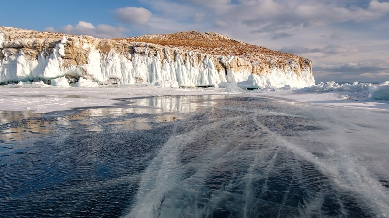 Russlands Premier prüft Pläne für Bau einer chinesischen Wasserabfüllanlage am Baikalsee