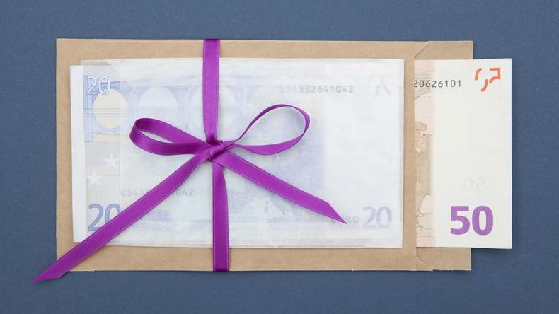 Spanische Dorfeinwohner rätseln über mysteriöse Geldspenden