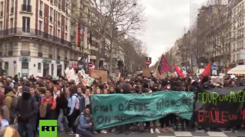 LIVE: #FridaysForFuture – Tausende Schüler protestieren in Paris für Klimaschutz