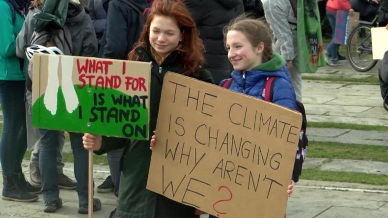 """Deutschland: Tausende von Schülern nehmen an Berliner Demo """"Fridays for Future"""" teil"""