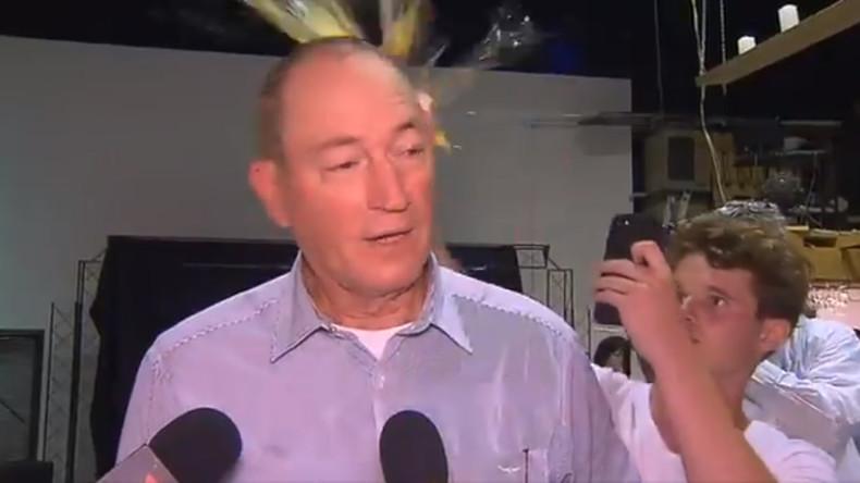 Australischer Senator schlägt Teenager nach Ei-Attacke