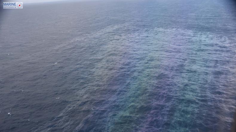 Experten untersuchen weiteren Ölteppich nach Schiffbruch in Biskaya