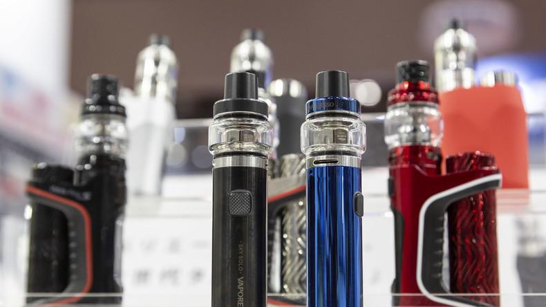 Süße Aromen verführen Jugendliche zum Dampfen von E-Zigaretten