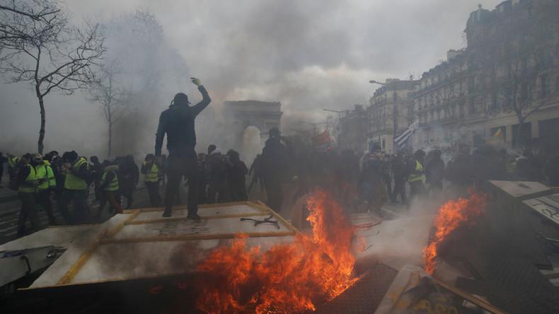"""Emmanuel Macron verurteilt Gewalt bei """"Gelbwesten""""-Protesten: Randalierer wollen Republik zerstören"""