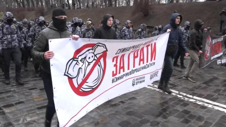 Fliegende Schweine bei Kiewer Anti-Korruptions-Demo