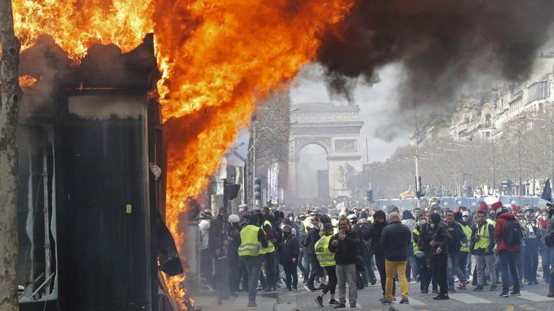 """Frankreich: Regierung gesteht nach Krawallen bei """"Gelbwesten""""-Protest Fehler ein"""