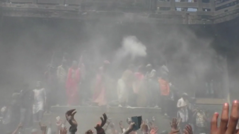 Holi-Extrem: Inder feiern Frühlingsfest und bewerfen sich mit menschlicher Asche