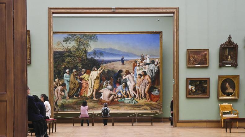 Bizarre Performance in Tretjakow-Galerie: Nackter Mann will Besucher für moderne Kunst begeistern