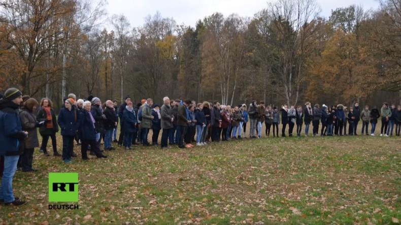 Schüler in Niedersachsen gedenken ermordeter sowjetischer Kriegsgefangener (Video)