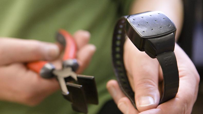 Mann unter Hausarrest montiert seine elektronische Fessel ab und verkauft sie