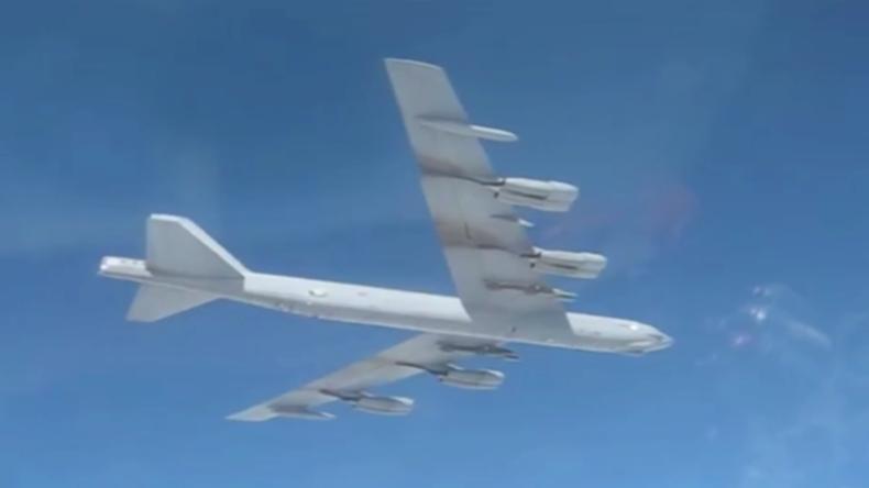 Ostsee: Nuklearfähiger US-Bomber ändert Kurs, als er russichen Kampfjets begegnet