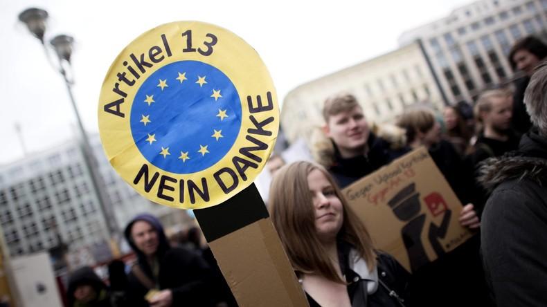 """""""Save the Internet"""" - Proteste in Berlin gegen neues EU-Urheberrecht und Artikel 13"""