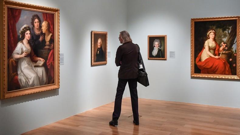 """""""Zur Überprüfung der Wachsamkeit"""": Journalisten hängen in Moskauer Museum unbemerkt Porträt auf"""