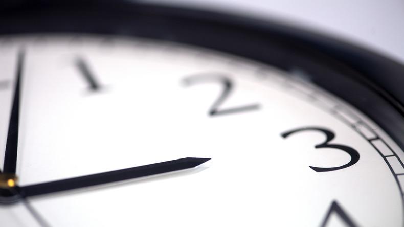 Mythen rund um die Zeitumstellung: Müde Menschen und Meridiane