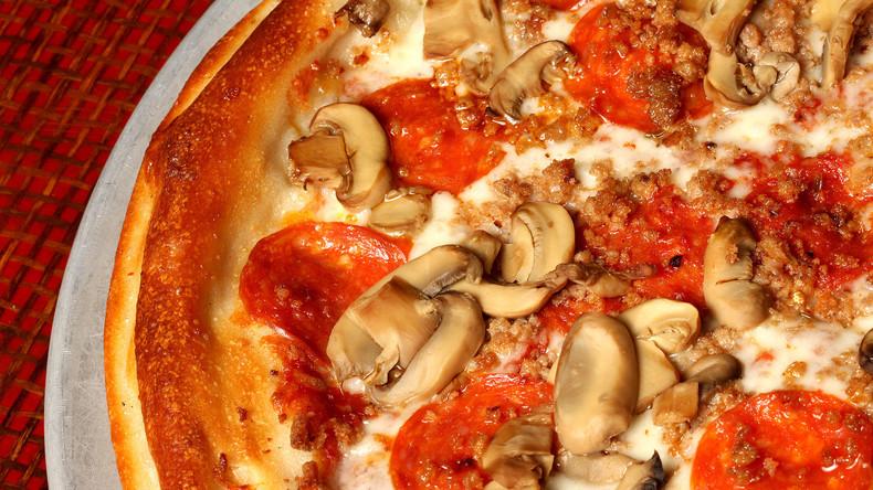 """Veganerin wutentbrannt wegen Pizza """"mit Alles"""": Wurststücke unter die Pilze geschoben"""