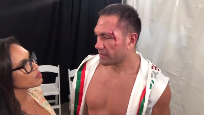 Boxer erntet Shitstorm, weil er Reporterin ohne Vorwarnung auf den Mund küsst