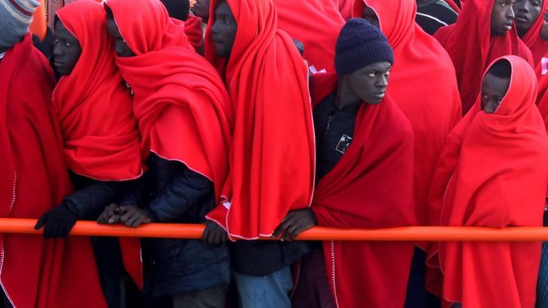 """Italien und Malta: Afrikanische Flüchtlinge """"kapern"""" Handelsschiff"""