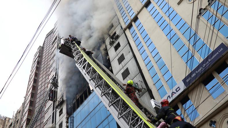 Hochhausbrand in Bangladesch - Viele Eingeschlossene befürchtet