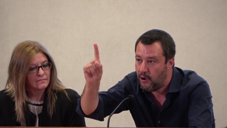 """Salvini: """"Das ist Piraterie!"""" - Gerettete Migranten entführen Handelsschiff vor Libyen"""