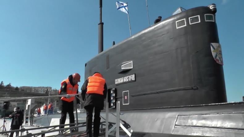 """U-Boot der Schwarzmeerflotte """"Weliki Nowgorod"""" in Sewastopol in Dienst genommen"""
