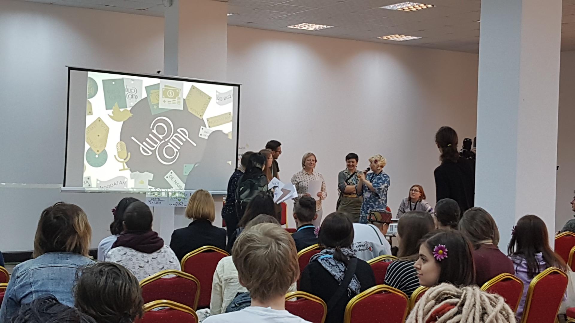 """""""Seid bereit für die Macht"""": Tschechische NGO bildet mit US-Geld Jungrevolutionäre in Armenien aus"""