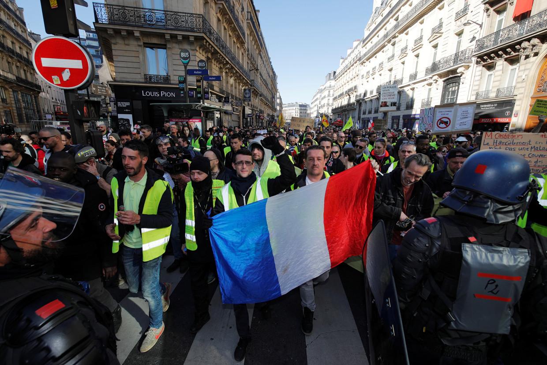 Frankreich: Gewalttätige Zusammenstöße zwischen Gelbwesten und Polizei