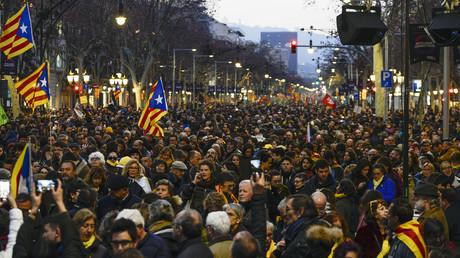 Generalstreik am 21. Februar 2019 mit Massenprotesten in Barcelona gegen die politischen Gefangenen der katalanischen Unabhängigkeitsbewegung. Doch Teile dieser Bewegung sind selbst nicht zimperlich gegenüber politisch Andersdenkenden.