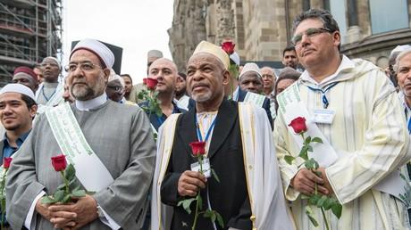 Imame auf einer muslimischen Anti-Terror-Demonstration in Berlin (Juli 2017)