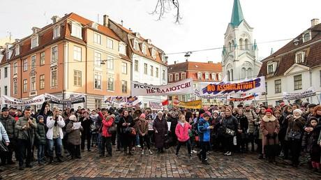 Proteste gegen das Gesetz, das Schließung russischer Schulen vorsieht, April 2018 im lettischen Riga.