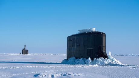 Die US-amerikanischen U-Boote USS Connecticut und USS Hartford brechen durch Eis, Beaufortsee, 10. März 2018.