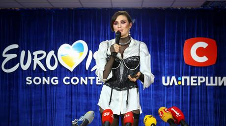 Die ukrainische Sängerin Anna Korsun, bekannt unter dem Künstlernamen MARUV, spricht nach der nationalen Endauswahl der Ukraine für den Eurovision Song Contest in Kiew, Ukraine, am 23. Februar 2019 vor den Medien.